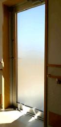 ドア全面にフォグラスシートを貼付した例2