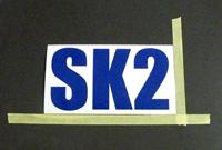 ステッカー位置を決めるテープ貼り画像